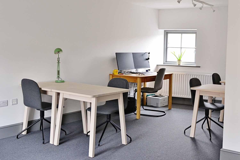 Hot desks and fixed desk